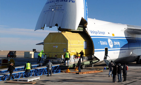 FPT Global Air Freight being loaded in to plane