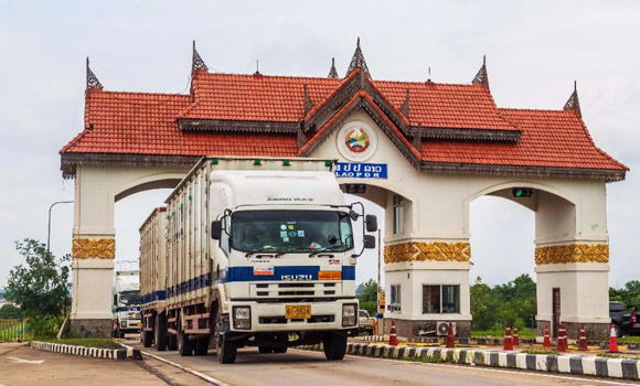 FPT Global truck crossing laos border