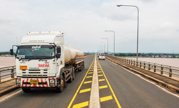 FPT Global Truck on Thai Laos Friendship Bridge