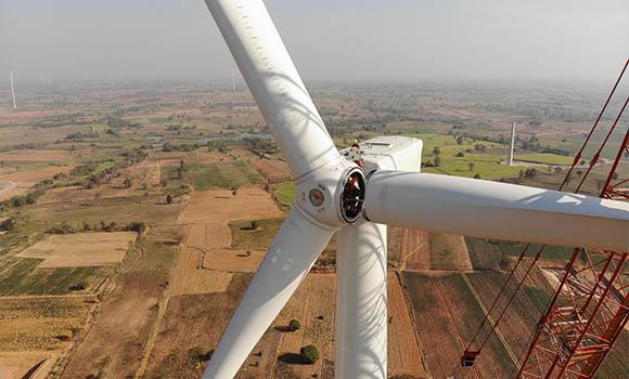 FPT Global wind turbine blade installation