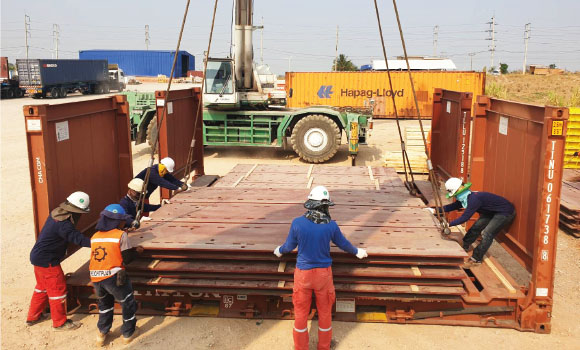 Packing and Lashing on flat rack containerFPT Global