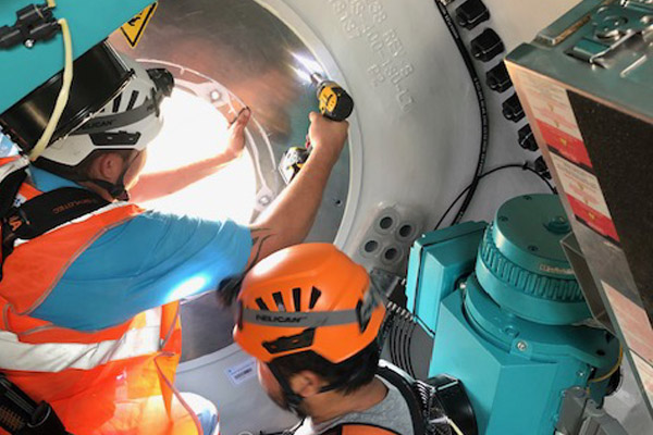 FPT GLOBAL removing hub hatch in nacelle